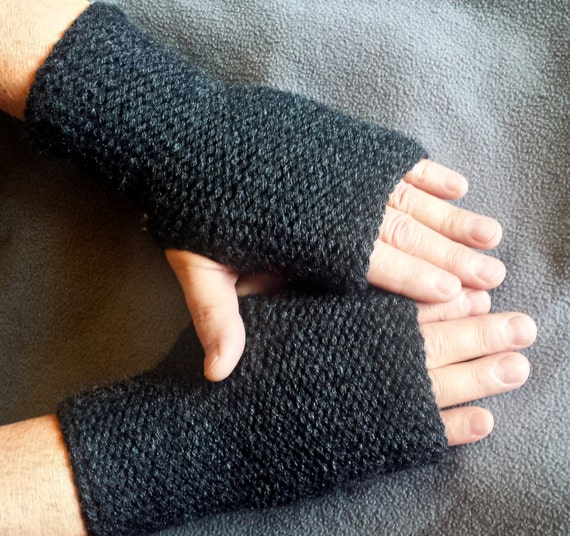 LOOM KNITTING PATTERNS Squishy Fingerless Gloves and Wrist Warmers / regular,...