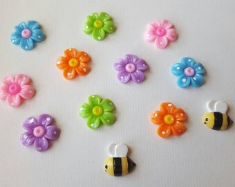 Colorful kids cabochon set, large flowers and 2 bees. (12 pieces)