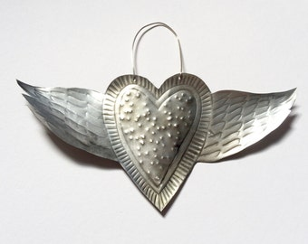 Winged heart, 18 cm across