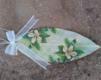 painted leaf/decoupage leaf/colored leaf/wall decor/decorated leaf