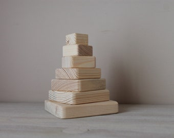 Wooden educational toys / pyramid