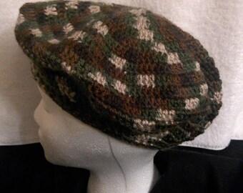Camo beret seamless crochet hat