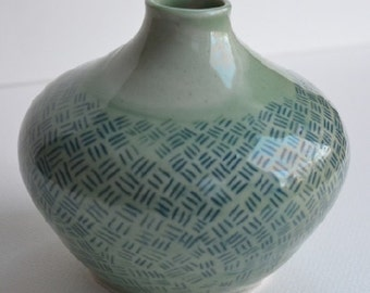 Green Vase with small design - 002