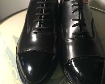 Vintage English handmade leather shoes black leather with black patent toes lace up 1980s