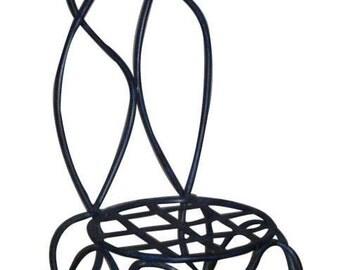 Chaise en fer forgé design contemporain réalisée à la main.