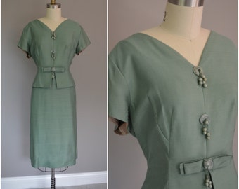 1960's Green Wiggle Dress with Peplum and Front Tassels  - Size X Large