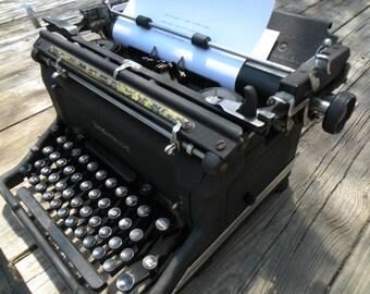 Vintage Underwood Typewriter, good ribbon,Working typewriter