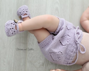SALE! Knitted bloomers/diaper cover and a first Mary Jane shoes. Newborn set. Newborn gift. Photo prop.
