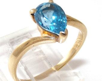 10K Yellow Gold Blue Topaz Teardrop Ring Size 7