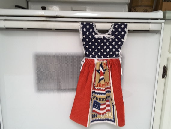 Patriotic Hanging kitchen towel dress with potholders 400