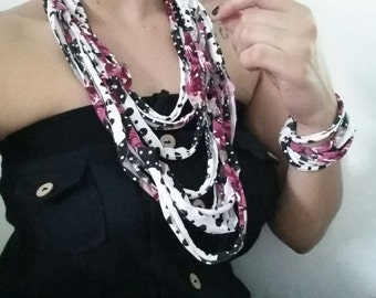 Floral Pattern Necklace