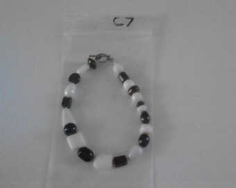 Bracelet with various shaped black and white beads c7