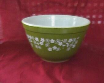 Vintage Pyrex Spring Blossom #401 nesting bowl