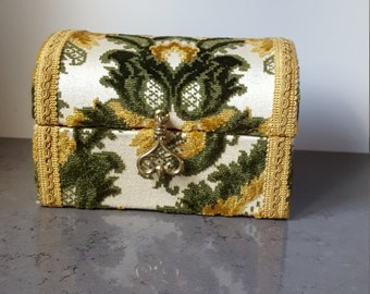 FREE SHIPPING!!! Vintage velvet jewelry case