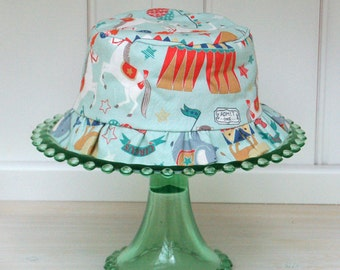 Bucket Hat with ruffle in Vintage Circus print