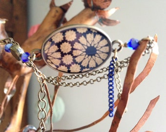 Bracelet, bronze and blue Japanese paper with golden flowers.