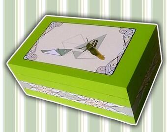 Wooden box, jewelry box, jewelry box, gift, wooden box for jewelry. Cricket Art Nouveau. Morphogrillo.