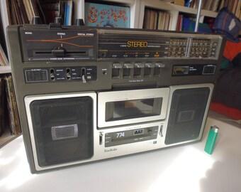 Very beautiful BOOMBOX/GHETTO BLASTER Radiola 774