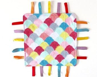Sensory Ribbon Blanket – Colourful Clamshell