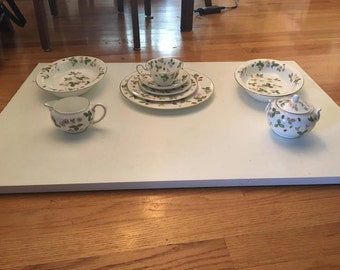 Pre-Owned Wedgwood Wild Strawberry China 60 Pc Set, Service for 12