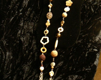 Beaded chain with flower shell