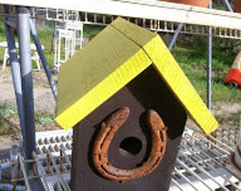 Birdhouse with horseshoe
