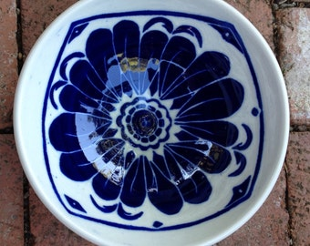 Ceramic bowl with sgraffito design in blue