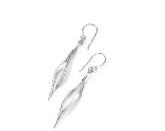 Mavilo Slim Leaf Earrings - Short