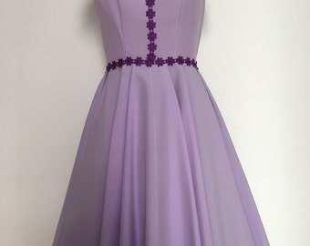 Purple Vintage dress with flared skirt embroidered Flowers hard cotton