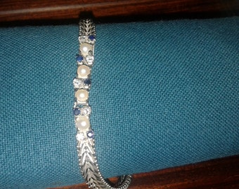 Bracelet with sapphires pearls and diamonds