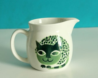 Kaj Franck cat pitcher . Arabia of Finland cat creamer . green cat ceramic mug . mid century cat dish, 1960s