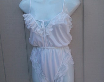 Vintage 70s White Nylon Tricot Blouson Teddie / high thigh onesie teddy with tap style panty / size Sml - Med