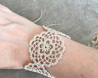 Fusion Lace Bracelet - Daisies - Tatting and Armenian Lace