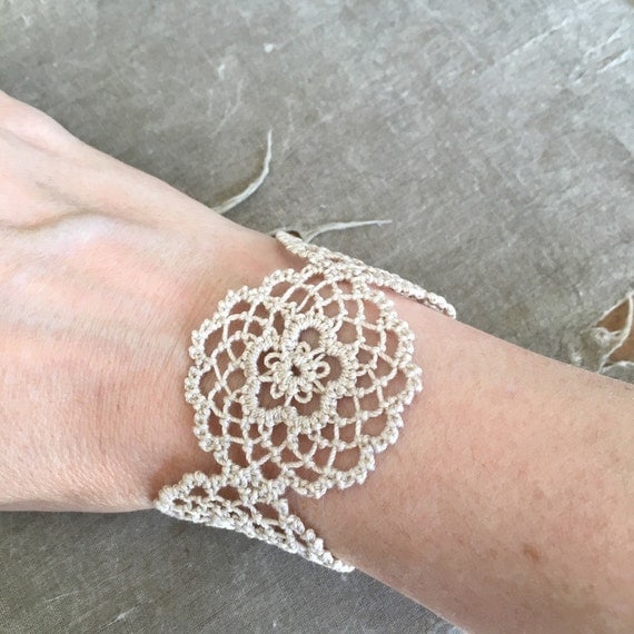 https://www.etsy.com/listing/295140801/fusion-lace-bracelet-daisies-tatting-and?