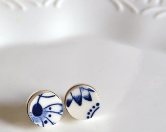 ETSYVERSARY SALE Simple Circle Sterling Silver Recycled China Stud Earring - Blue Calico - Fab