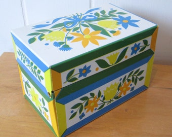 vintage folksy flower recipe box