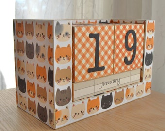 Perpetual Wooden Block Calendar - Cat Heads - Here Kitty Kitty