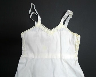 little girls white chemise . size 4 . made in USA