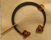 Penannular Brooch Shawl or Kilt Pin w/ copper tri-knot finials