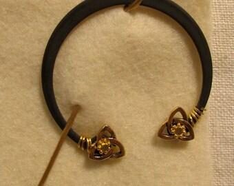 Penannular Brooch Shawl or Kilt Pin w/ gold tri-knot finials