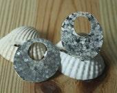 Hand hammered matte finish silver plated circular dangel drop 28mm in diameter 24g thick, 2 pcs (item ID XW01637SPK)