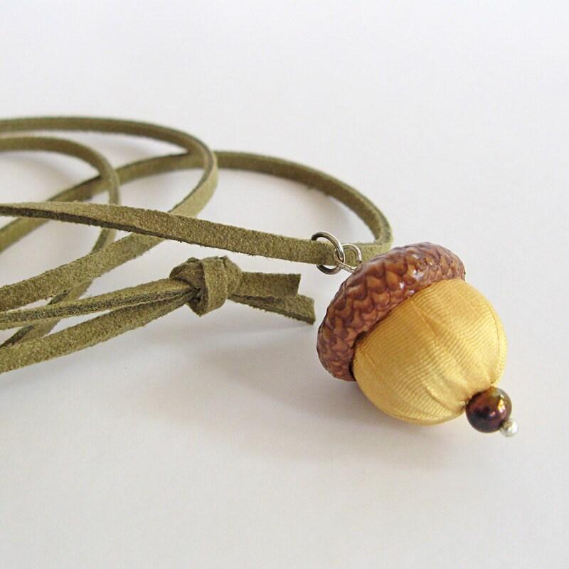 Acorn necklace yellow silk acorn jewelry boho jewelry for Acorn necklace craft