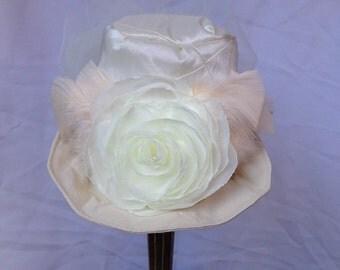 Ivory Mini Top Hat, Bridal Mini Hat, Alice in Wonderland Mini Hat, Fascinator Steampunk Victorian, Women Mini Top Hat
