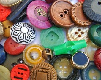 50 Antique and vintage plastic buttons, 50 designs in great price / 6
