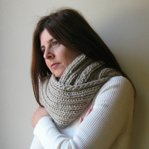Beige Wool Hand Knit Cowl, Chunky Knit Circle Scarf, Loop, Mens Womens Scarves, Wrap, Neck Warmer, Winter Scarves, Beige Cowl, Cowl Scarf