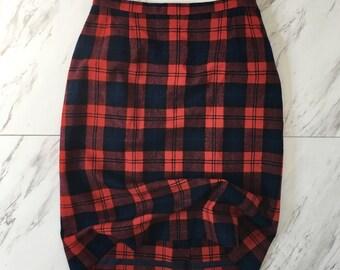 Vintage red plaid Pendleton skirt / plaid pencil skirt