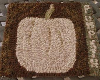 Primitive White Pumpkin Rug
