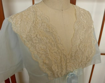 Vintage Pale Blue Peignoir Robe size small