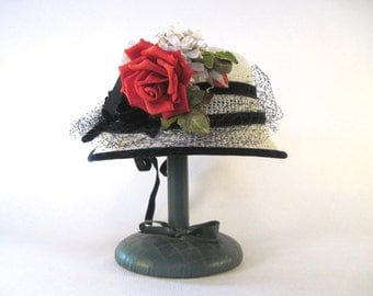 vintage 1950s garden party hat - white + navy + red rose, with netting + velvet accents - cloche, size 22