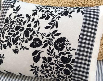 CoTTage ShaBBy CHiC DOWN PiLLoW/Black White CHiNtZ /Beach Pillow/Bedroom Pillow/Cotton Pillow/Decorative Throw Pillow